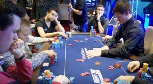 Các tay chơi poker