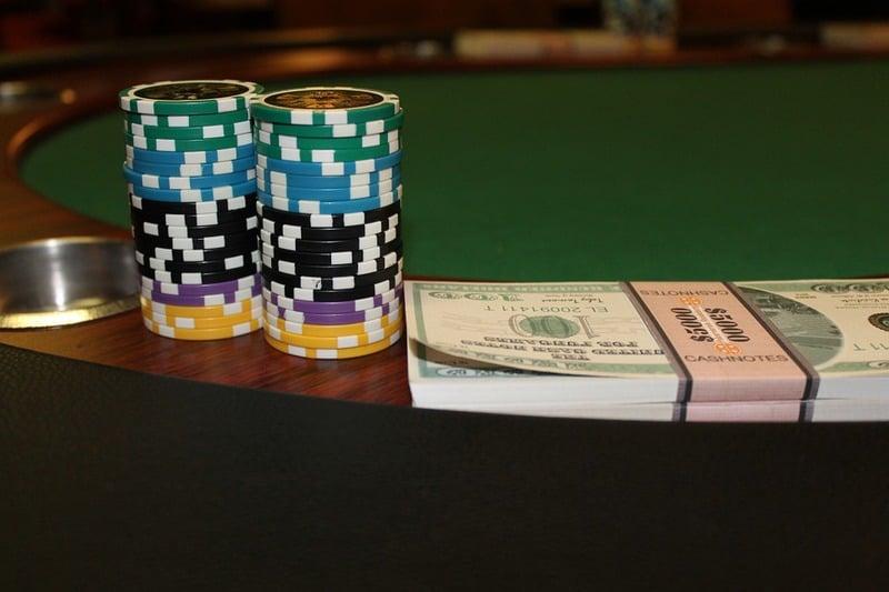 Xèng Poker Chips và Đô la Mỹ